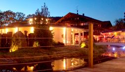 """Landhotel Schnitzmühle - Ihr """"Kanuhafen"""" am Schwarzen Regen mit Hotel, Restaurant und Campingplatz. Der ideale Ort für einen Zwischenstopp auf Ihrer persönlichen Entdeckungstour auf dem Regen."""